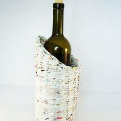 Białe etui na butelkę