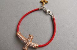 czerwona z krzyżykiem