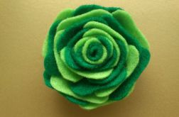 Broszka z filcu - zielona cieniowana róża