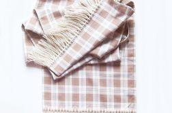 Długi szalik w beżową kratę z frędzlami