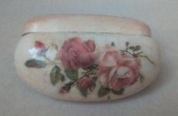 Romantyczne etui na okulary  z reliefem