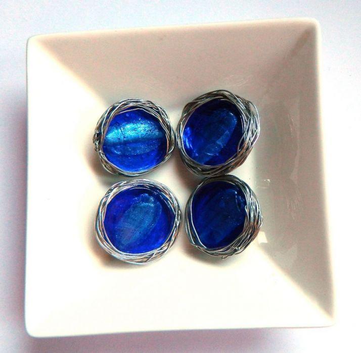 Niewielka broszka, niebieskie szkło weneckie
