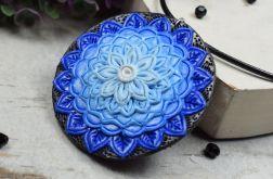 Wisiorek mandala w odcieniach błękitu