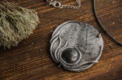 Wisior medalion z odciskiem paproci