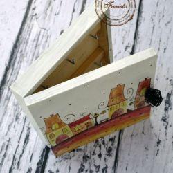 białe pudełko na klucze domki