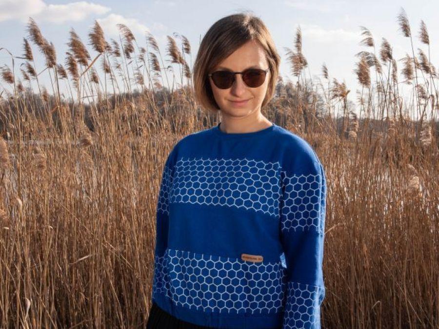 Bluza - Chabrowa szósteczka - Bluza ma paski w przodu i tyłu