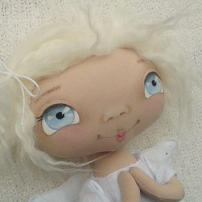 ANIOŁEK lalka dekoracja tekstylna  OOAK/18 - tak wyglądam z bliska