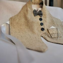 Szary elegancki garniturek na butelkę