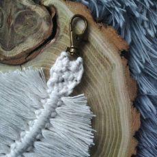 Breloczek liść boho biały II