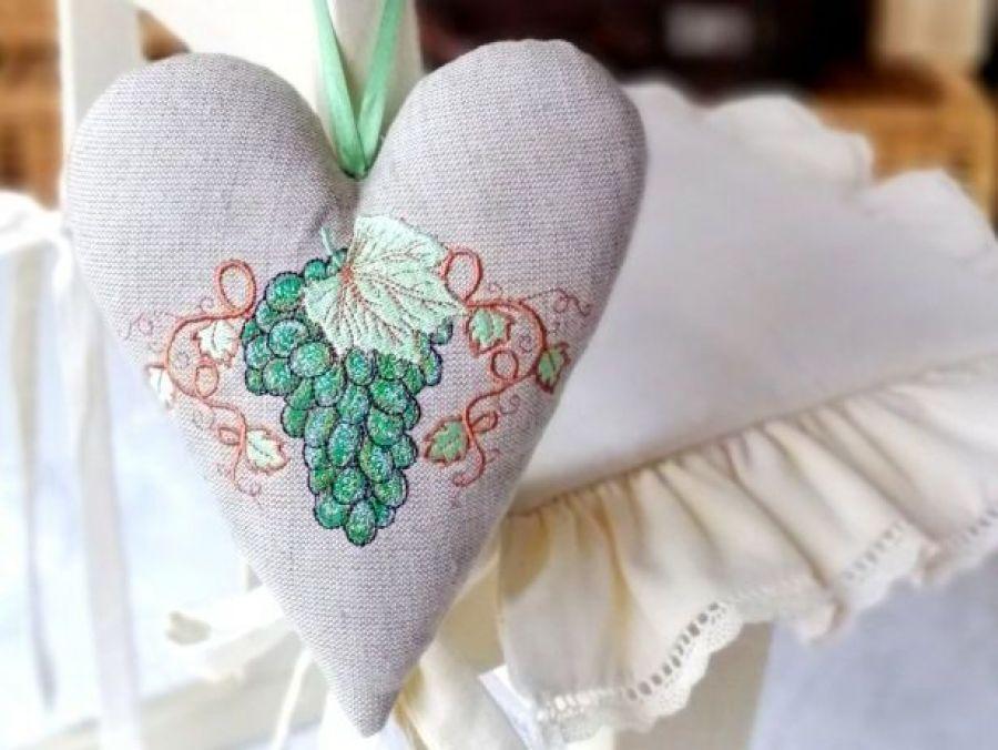 Rustykalnie - serce z zielonym winogronem