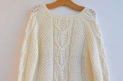przeplatany sweter pulower w kolorze ecru