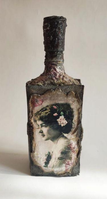 Butelka ozdobna - książka z damą i różami - Butelka na nalewkę