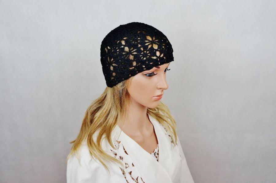 Czapka w czerni - Modna czapka
