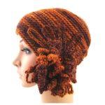 czapka w rudościach z ozdobą -