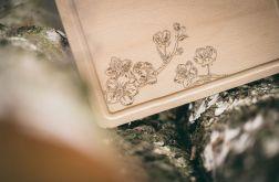 Deska do serwowania z motywem kwiatu jabłonki