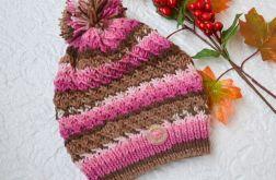 czapka w różu i brazach