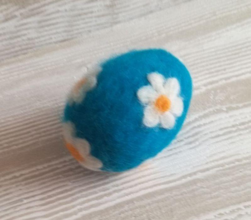 Jajko wełną zdobione
