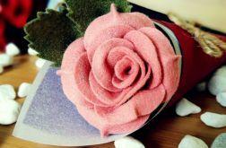 Róża z filcu w rożku - różowa