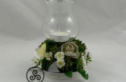 Świecznik w kwiatach