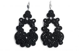 Duże czarne ażurowe kolczyki z perłami