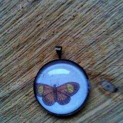 Naszyjnik - kaboszon z motylem, vintage.