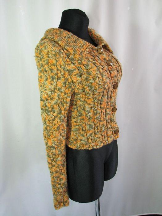 Sweterek w ciepłych kolorach jesieni -