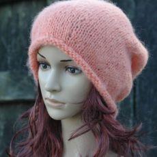 Łososiowa czapka krasnal