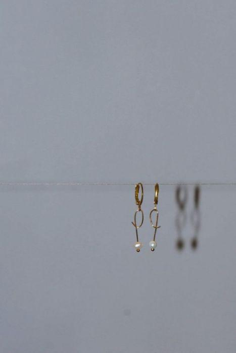 Niesymetryczne kolczyki z perełką