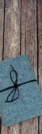 Filcowa okładka ,na książkę  A6,szara z czarn