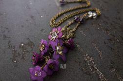 Naszyjnik z fioletowymi kwiatami