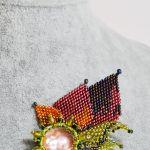Kolorowa broszka z koralików
