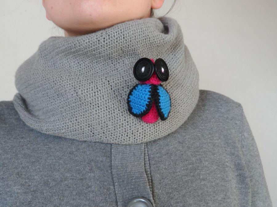 Broszka szydełkowa mucha 034 - bromuszka niebieski fuksja