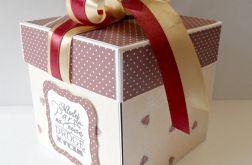 Pudełko, kartka ślubna w serduszka