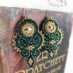 Classic Zielone kolczyki sutasz Swarovski - Kolczyki Classic zielono-złote na książce