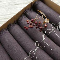 Zestaw serwet lnianych w kolorze oberżyny