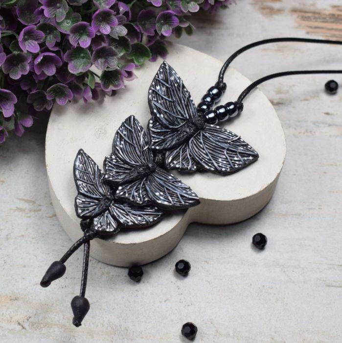 Długi wisior Czarne motyle - wisiorek z motylami