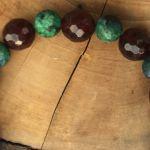 Bransoletka Halloween jadeity krzyż howlit - zbliżenie