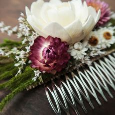 Grzebyk pudrowy róż suszone kwiaty