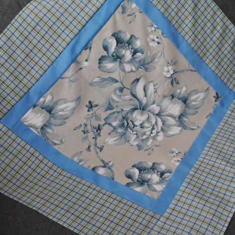 Kwadratowy obrus w niebieskie kwiaty 90 x 90