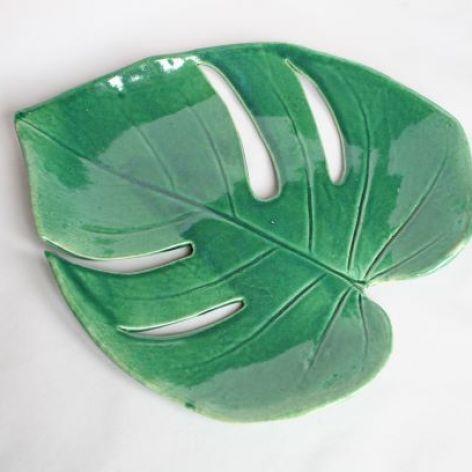 Patera ceramiczna w kształcie monstery