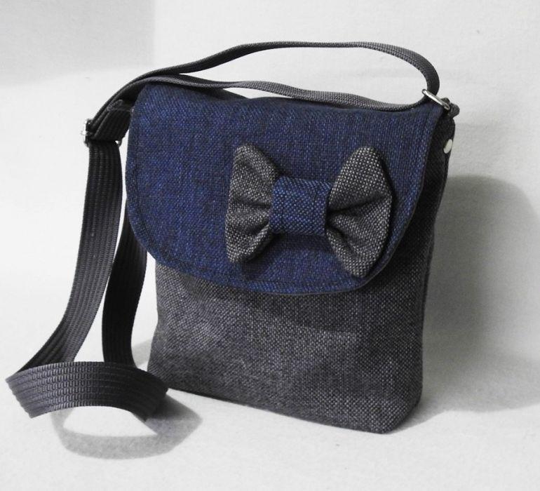 Mała torebka z kokardą