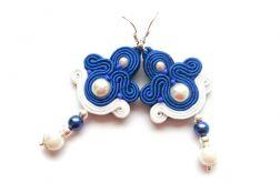 Kolczyki sutasz kobaltowo-białe ze sztucznymi perłami. Soutache.