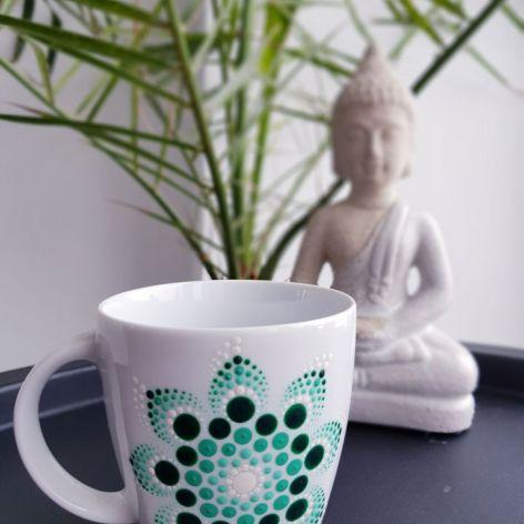 Biały porcelanowy kubek Betty - zielony wzór