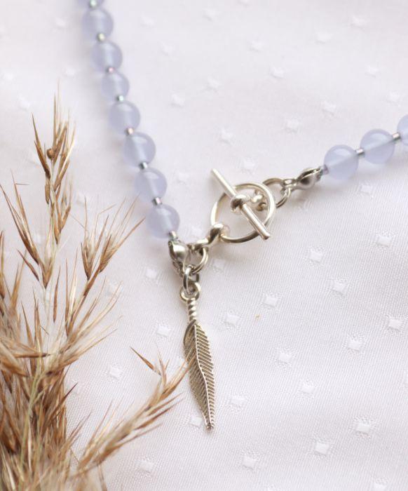 Fioletowo-niebieski naszyjnik z piórkiem - Naszyjnik z zawieszką