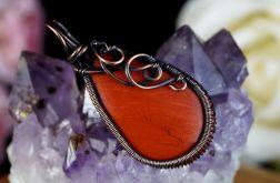 Jaspis, Miedziany wisior z jaspisem red
