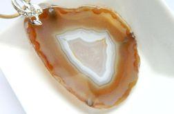 Kremowy pastelowy agat z kryształem, wisiorek