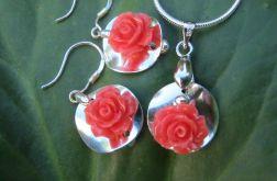 """Urocze różyczki...""""podane"""" na talerzykach:)"""