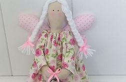 Aniołek w sukience kremowej w róże