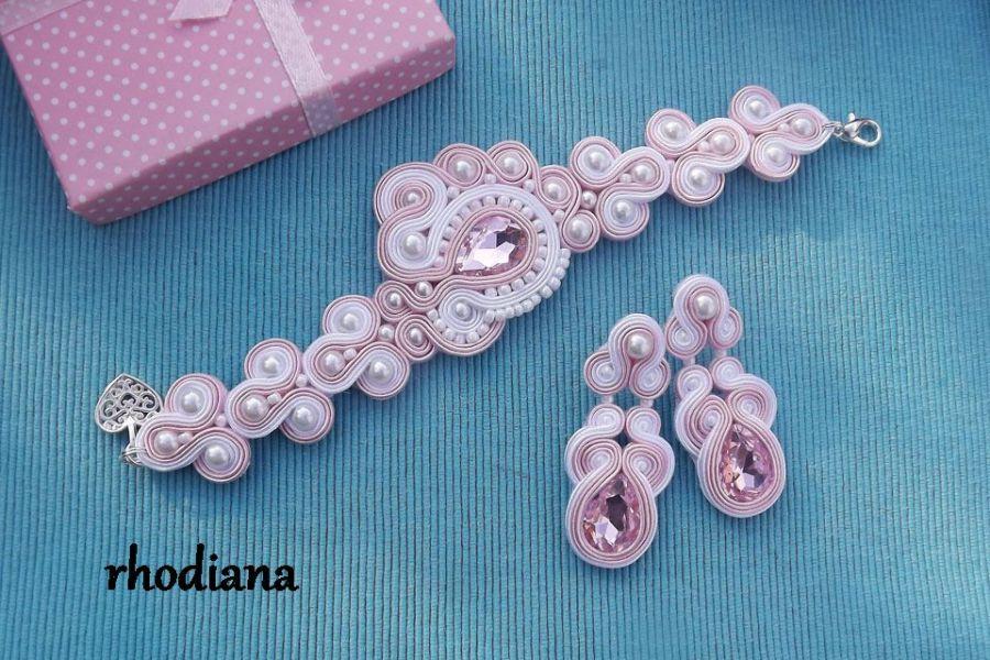 Biel & Pudrowy Róż komplet Ślubny - Komplet sutasz bransoletka i kolczyki,  biel i jasny róż ślubny Rhodiana