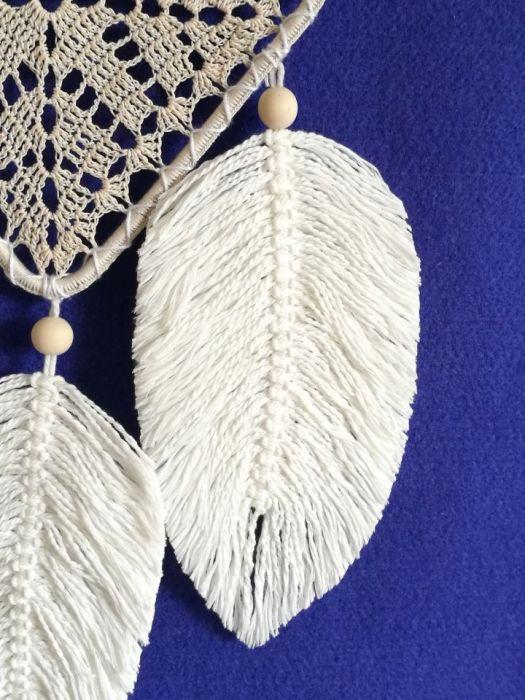 Łapacz snów z makramowymi piórkami - prezent na walentynki